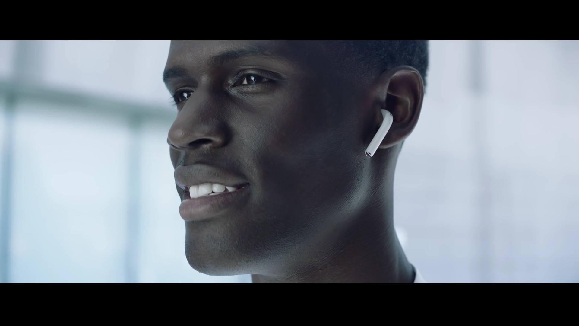 apple-airpods-youtu-be-rdthx15sxiu
