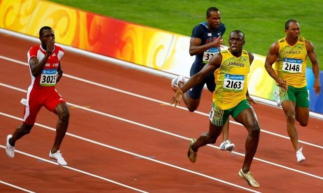 dedos pista de atletismo