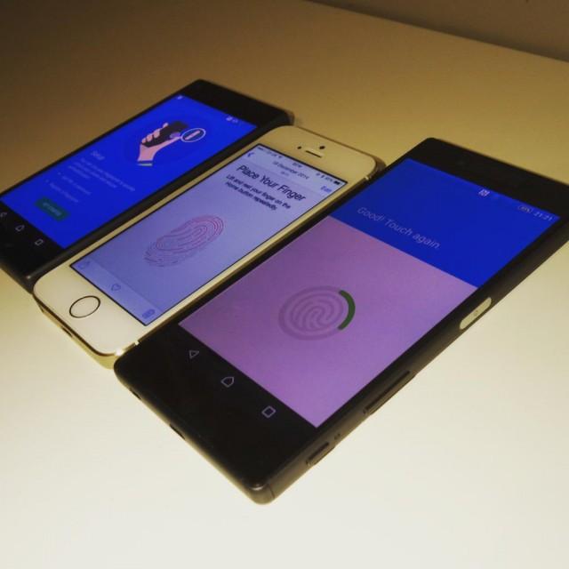Sony Xperia Z5, un iPhone y el Z5 Compact. A destacar la huella dactilar en el lateral del Z5.