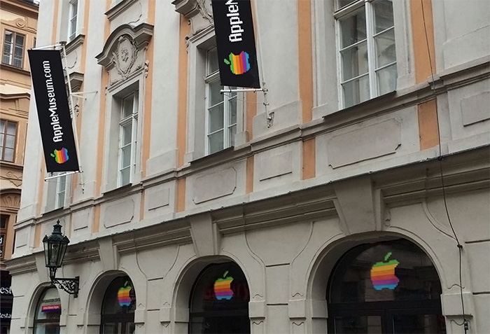 Apple Museum Praga puerta