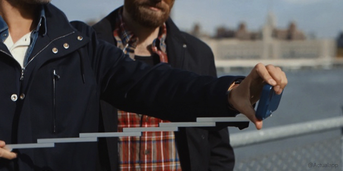 ¡Lo que nos faltaba! Una funda para iPhone con palo-selfie