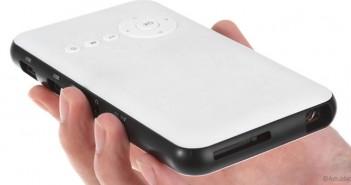 D02 DLP, un proyector portátil con Android y memoria interna