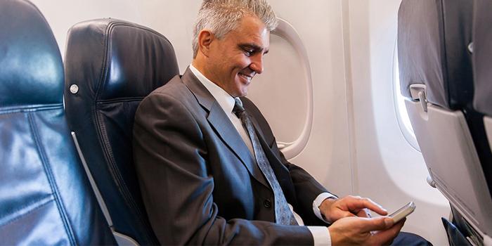 móvil en modo avión en los vuelos