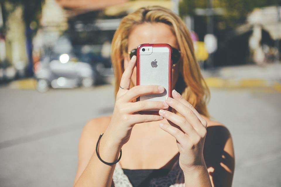 mujer smartphone girl-1192032_960_720