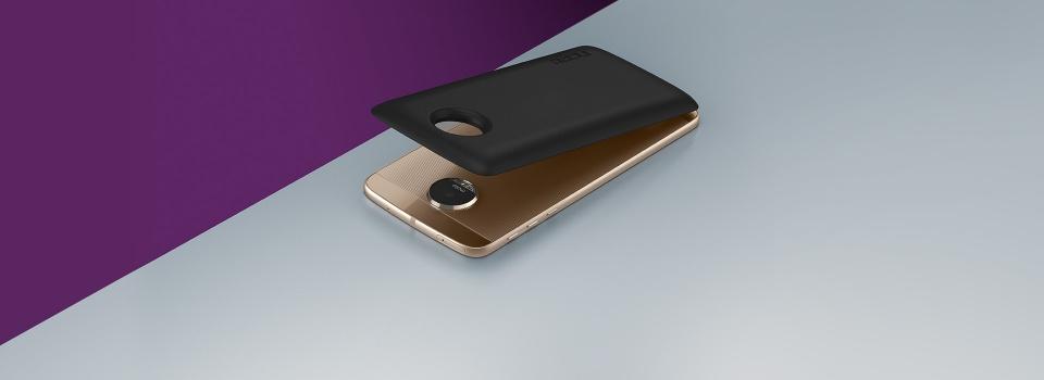 Moto Mods Lifestyle-Bottom-Background-Desktop-2x-Battery-ROW7c1sc7bd