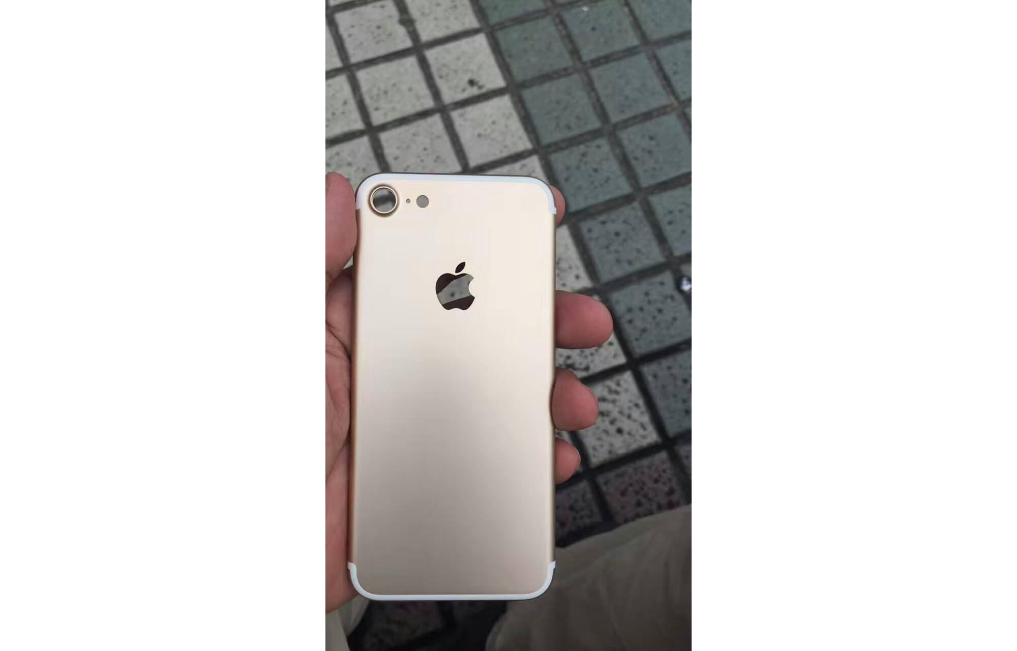 iPhone-7-Boitier-Dore2