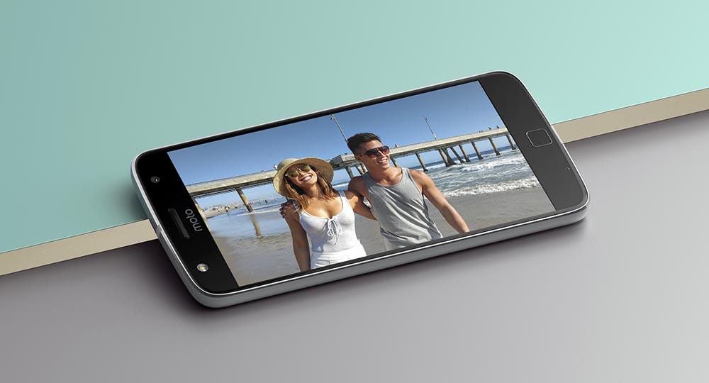 Moto Z Play Droid Selfie Display