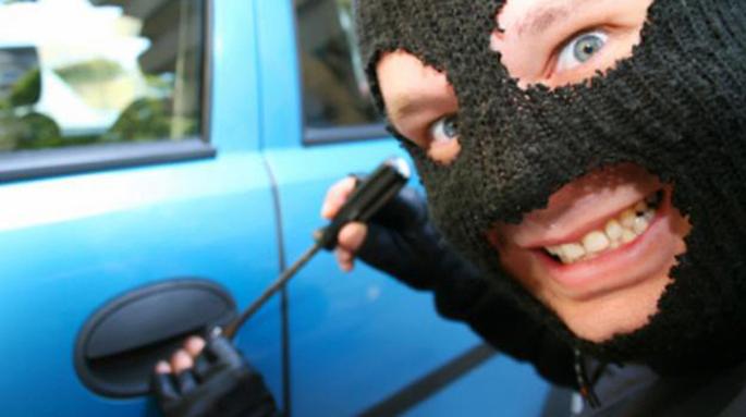 detenidos por robar un coche