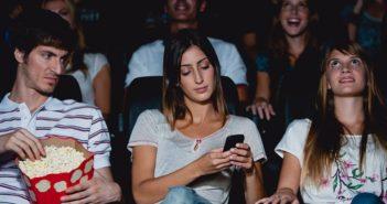 usar el movil dentro del cine