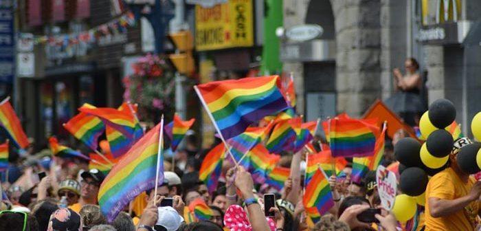 la bandera gay en la foto de perfil de facebook