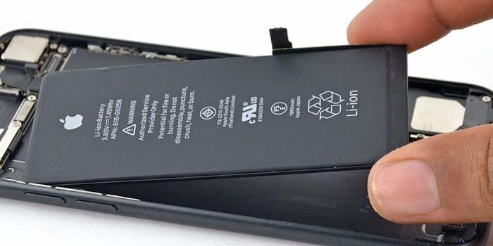 cambiando la bateria del iphone